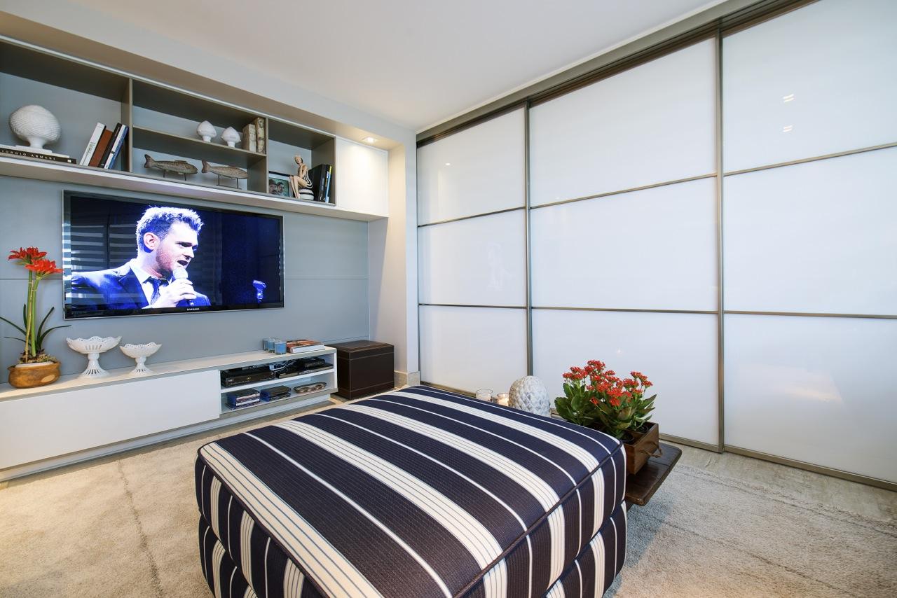 Sala de estar e tv marcia nejaim for Sala de estar funcional